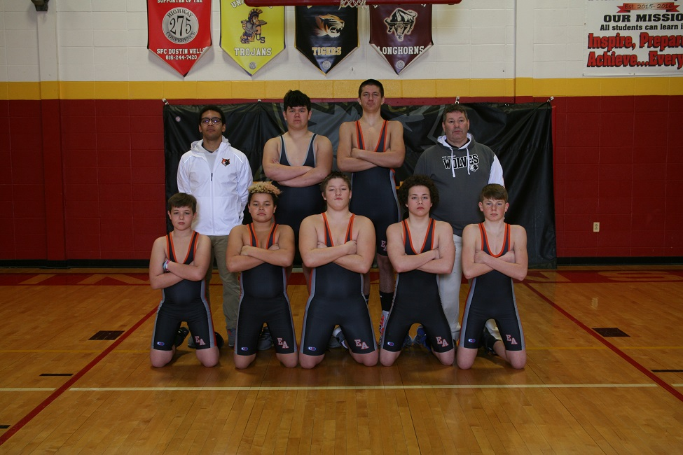 0_JH Wrestling Group Photo.jpg